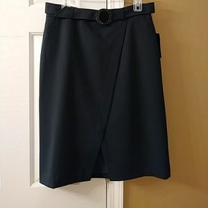 Dresses & Skirts - Green fitted skirt, NWT